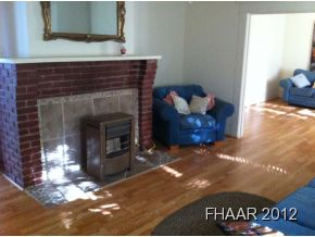 This is an quaint and charming 3 bedroom/1 bathroom home.