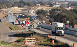 Interstate 35 Construction: Vehicles pass through construction on Interstate 35 on Wednesday, Nov. 27, 2013, in Salado. - Herald/CATRINA RAWSON