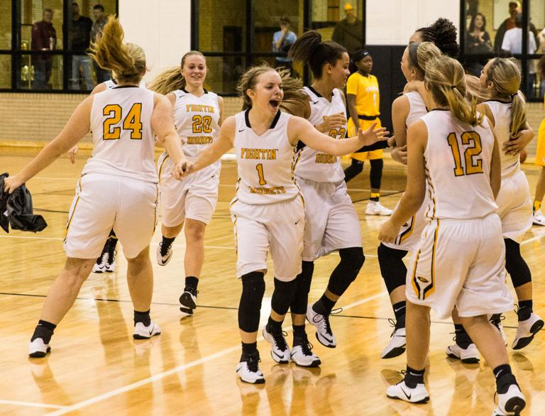 BASKETBALL: No.9 Gatesville girls rally from 20 down to beat La Vega; GHS boys lose