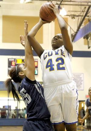 Sisters lead Lady Dawgs to win