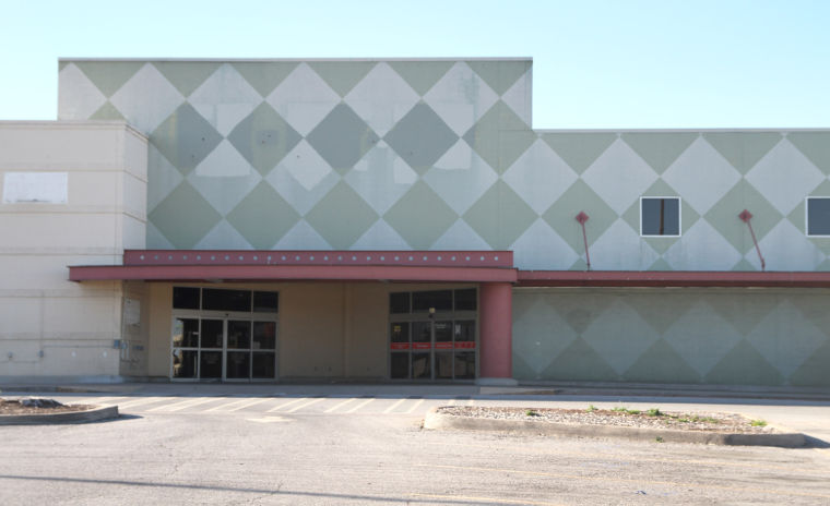 Old H-E-B Building in Cove