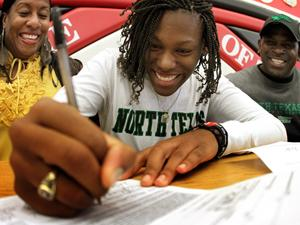 Jeter signs with North Texas