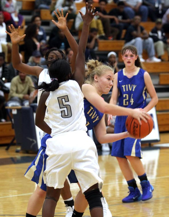 ShoemakerKerrvilleTivyBasketball 017.JPG