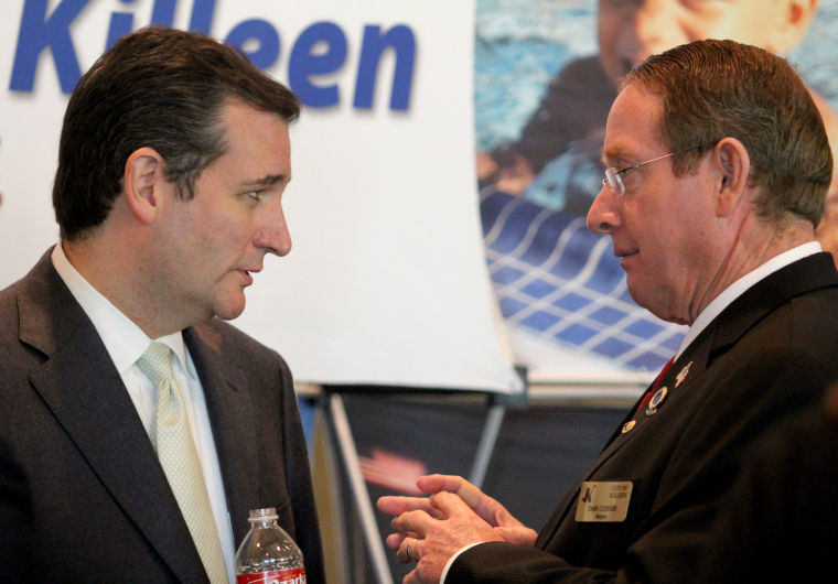 Cruz meets with area officials