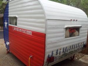 Tour Get'away Gals vintage RVs in Lampasas
