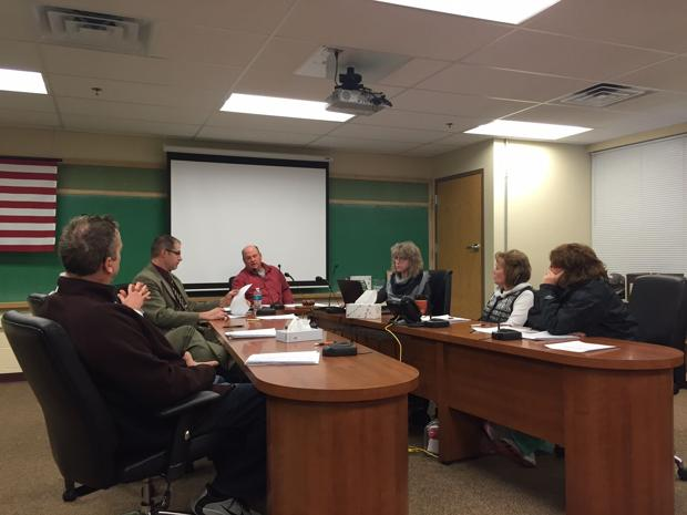 Shen board ratifies budget, contracts