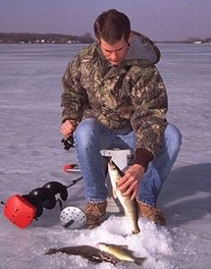 Dnr says ice not yet safe for fishing news for Iowa dnr fishing report