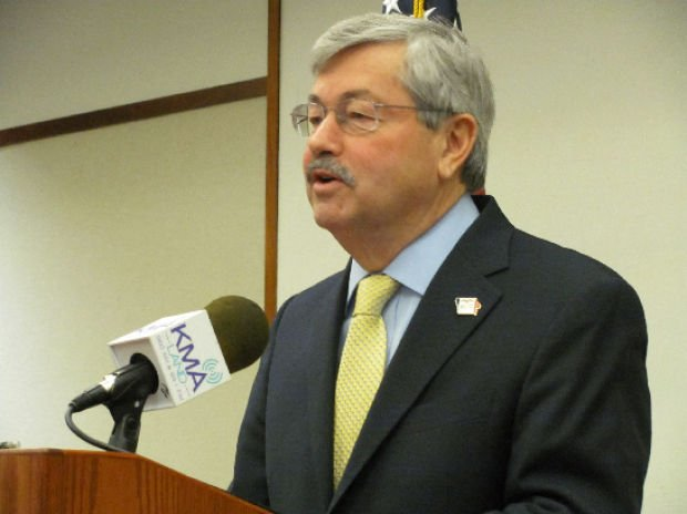 Branstad draws line on school start date