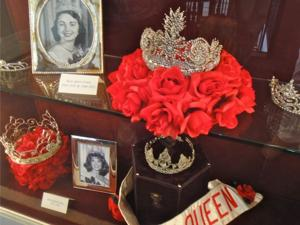 Queens' crowns