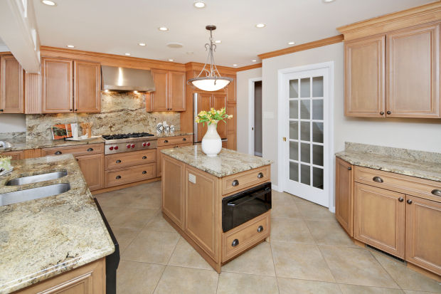 113 Hawthorne Estates-Kitchen 2.jpg