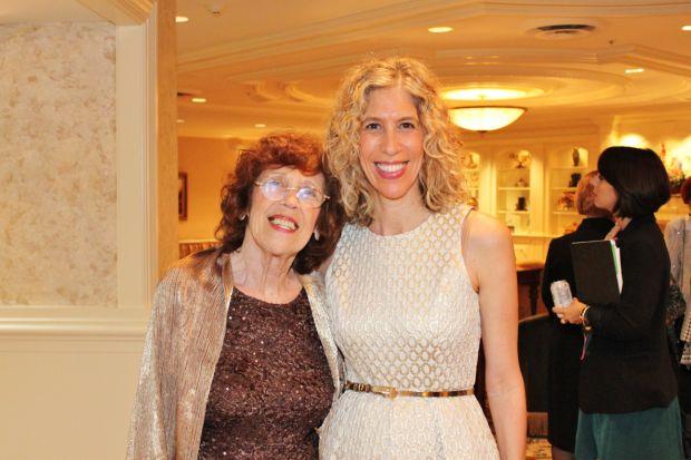 Audrey Holzman, Lainie Holzman