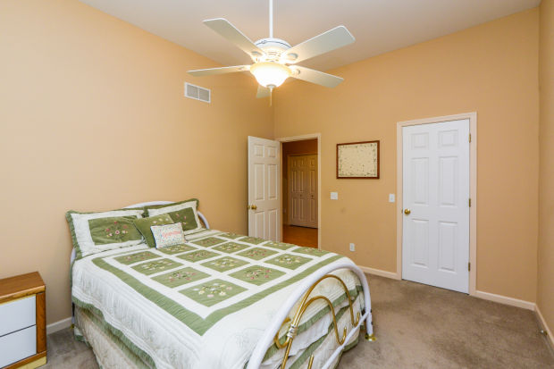 bedroom-p642443.jpg