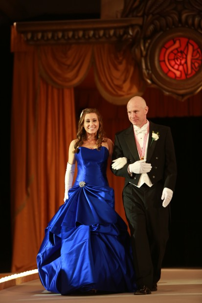 Susanne Woods Ittner, daughter of Mr. and Mrs. H. Curtis Ittner Jr., escorted by Thomas White V