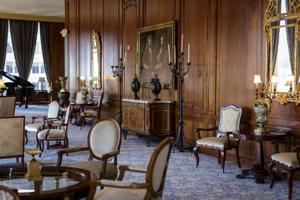 Saint Louis Club Lounge