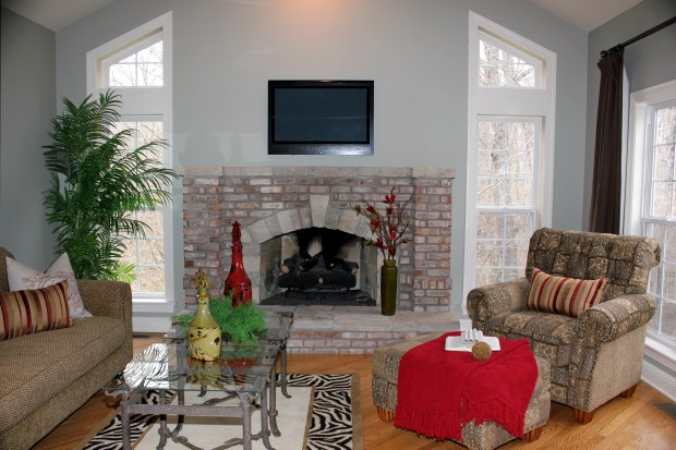 Oak Hollow Lane, 219_living room.jpg