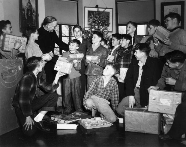 Christmas morning 1946.jpg