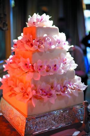 1021_ELwed5_cake.jpg