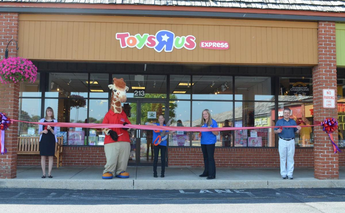 toys r us express store opens at rockvale outlets local business. Black Bedroom Furniture Sets. Home Design Ideas