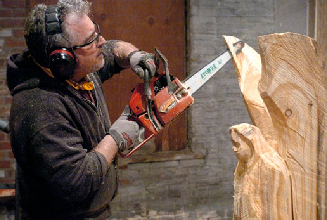 Chain saw carver holds court at annex on first friday