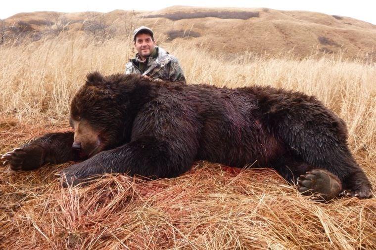 Giant bear shot in Ala...