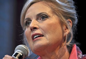 Ann Romney leads rally at Elizabethtown College