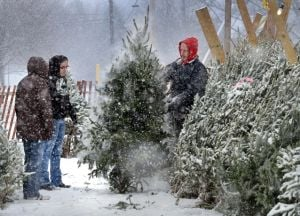 Will Saturday snowstorm threaten holiday, weekend activities?