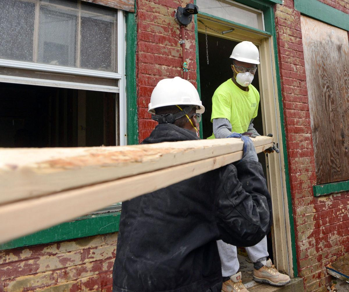 The Inside Track Lancaster Pa: City Students Put Their Backs Into Making A Blighted House