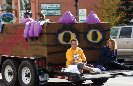 Sophomore float takes first place with Panther roar