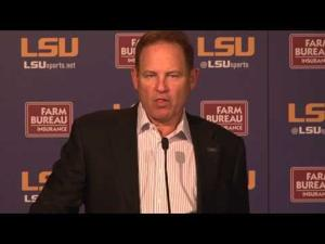 Les Miles Addresses Crowd Reaction from Saturday
