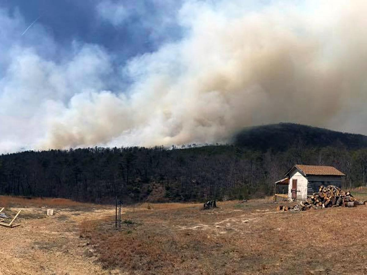 White Creek Fire in Linville Gorge estimated at 1,365 acres