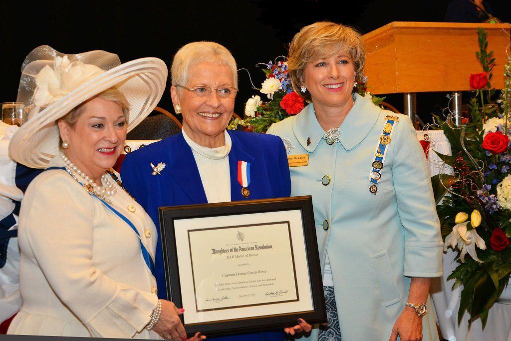 Vietnam veteran Donna Rowe receives DAR Medal of Honor ...