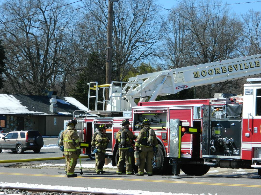 Fire at easy eddie 39 s motorcycle repair shop mooresville for Edge motors mooresville nc
