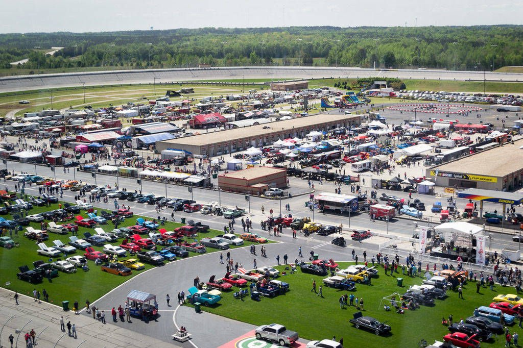 Ams set to host summit racing equipment atlanta motorama for Atlanta motor speedway lights 2017