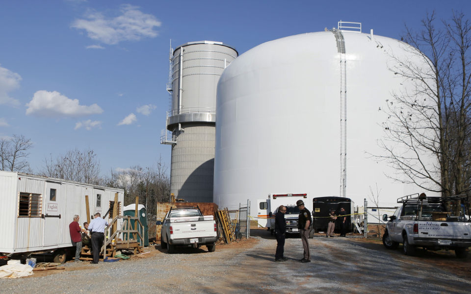 man falls to death while painting campbell county water tower local news. Black Bedroom Furniture Sets. Home Design Ideas