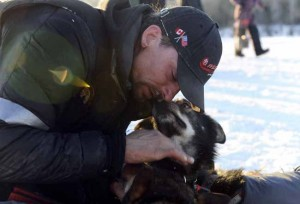 Martin Buser takes the lead over Lance Mackey in Iditarod
