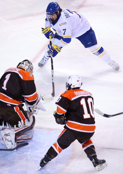 Nanooks extend winless streak with loss to last-place Falcons