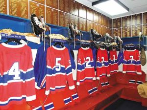 Hockey fan gets a behind-the-scenes look at Hockey Hall of Fame