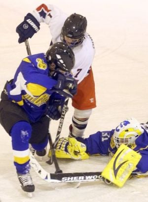 Monroe hockey team holds on for 3-2 win over North Pole