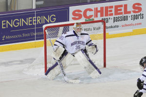 Williams returns as Mavericks goalie