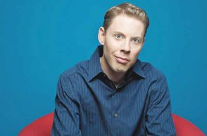Ryan Hamilton brings standup act back to Fairbanks
