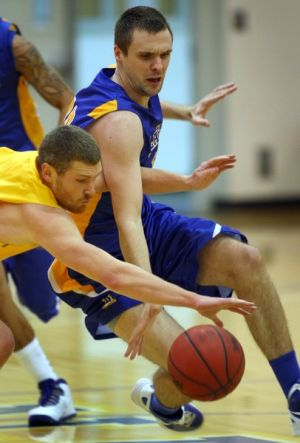 Nanooks win two more: Alaska men, women hit holiday break on high note