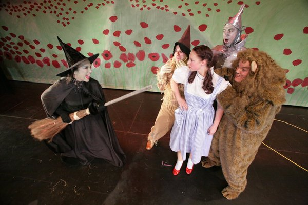 Fairbanks Light Opera Theatre tackles its biggest production yet with the 'Wizard of Oz'