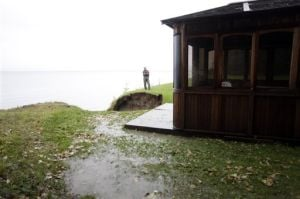 Bluff collapse threatens Kenai property