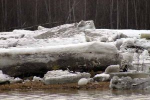 Tanana River ice jam breaks loose in stunning display