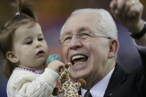 Mike Slive: Still SEC boss after cancer battle, feels good