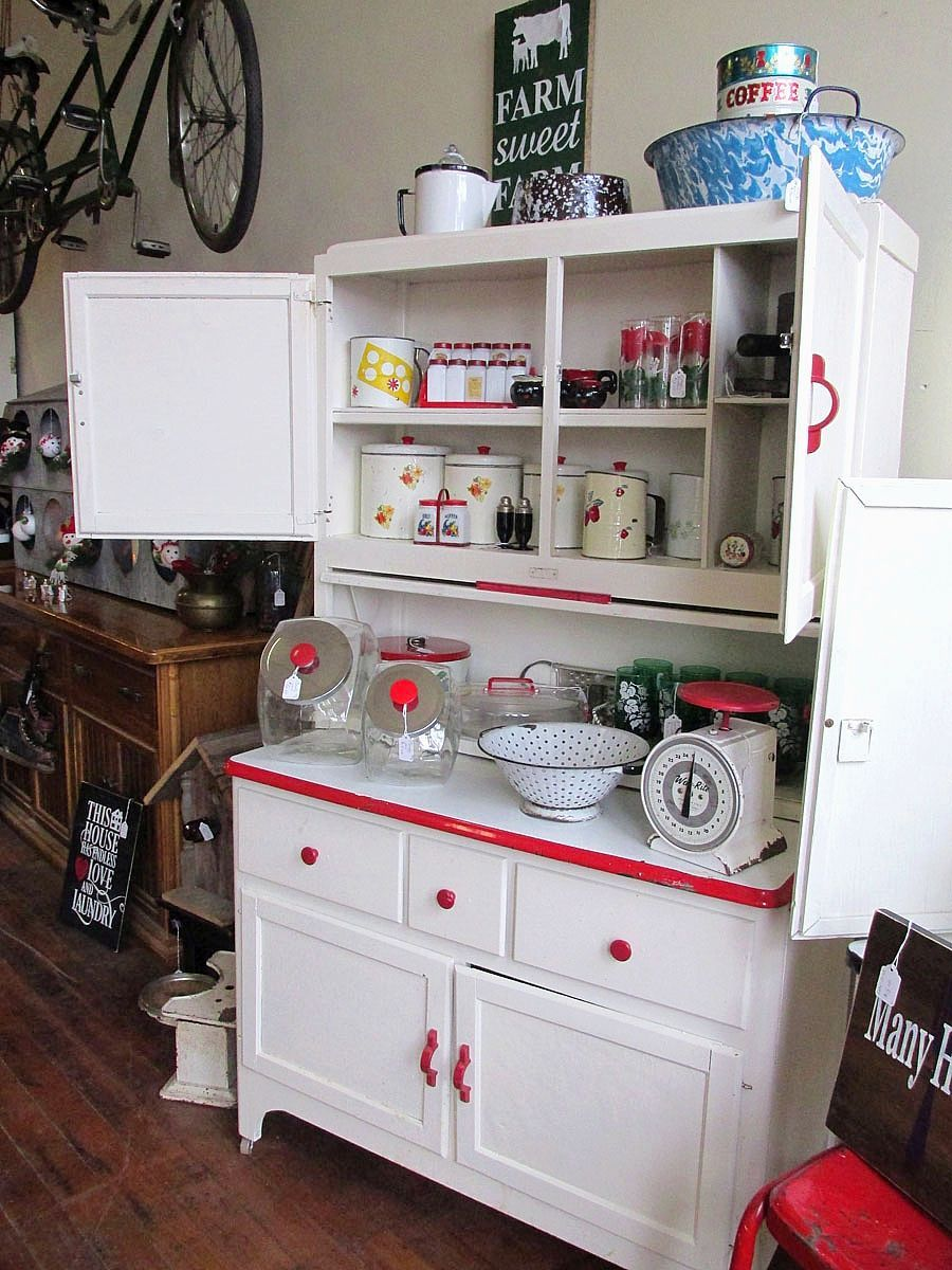 Antique Style Kitchen Cabinets Thelakehousevacom 151219 Life Farmhouse6