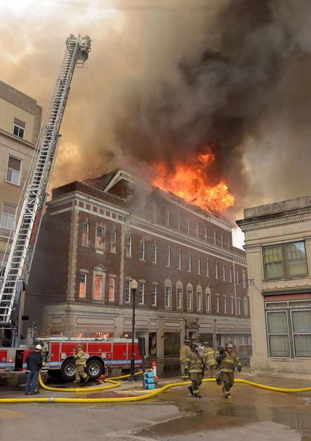 blaze destroys downtown building with history