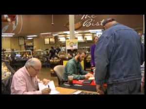 Vince Dooley stops in Rome for book signing at Kroger