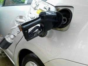 AAA: Gas prices to continue dropping in October