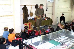 Students visit museum